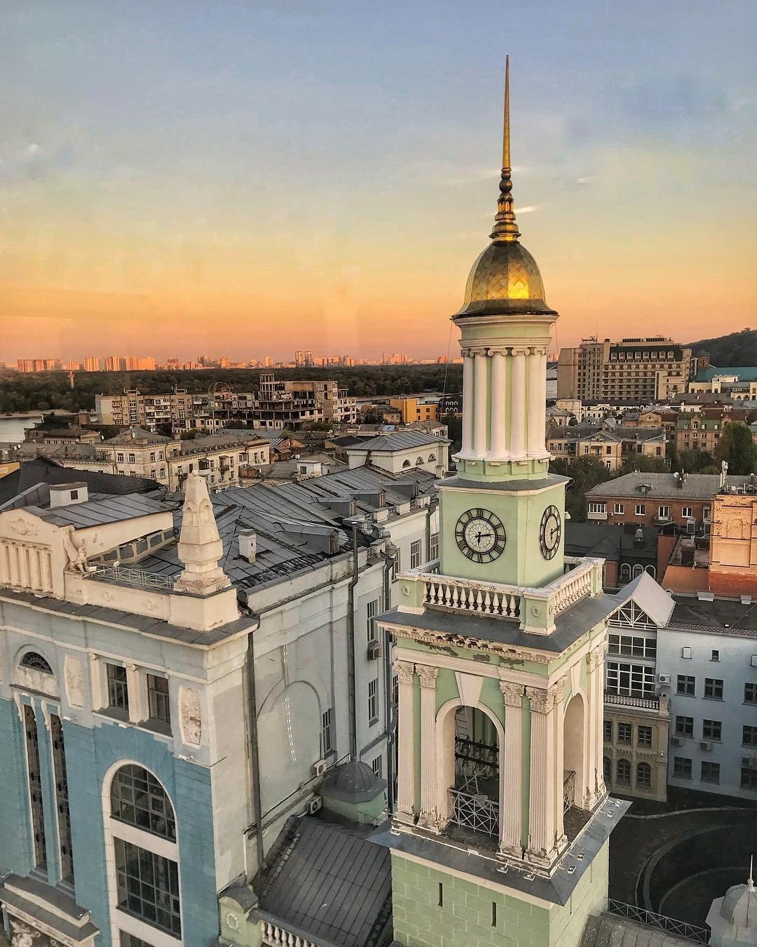 Ucrania mapa - Plaza de los contratos en Kyiv